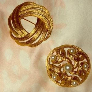 Set of 2 brooches